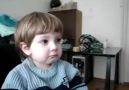 Ninni dinlerken hüzünlenen çocuk xD oyyy şuna bak xD