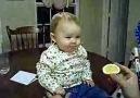 limon yiyen bebek