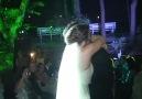 Düğünde gelinin damat'a yaptığı sürpriz (Rrrromantikkk)