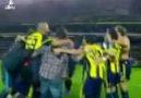 Futbolcu&Taraftar Omuz Omuza Yapıyor!