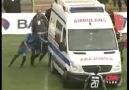 Ambulans Sahaya Gömülüyor  Burası Türkiye :)