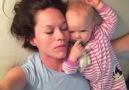 Annesini Uyandırmaya Çalışan Sevimli Bebek