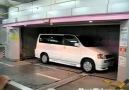 Arabayı kendi park eden garaj