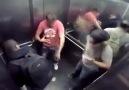 Asansörde Sıçma Şakası