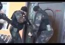 Baskına Giden Polisinin Çelik Kapı İle İmtihanı