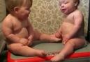 Bebeklerin horonu ilginç. İzleyin bakalım siz bu kadar oynayabilir misiniz )
