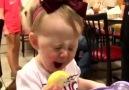 Bebeklerin Limon Yemesi