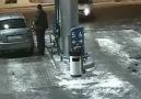 benzin istasyonun çakmaklı adamla imtihanı! AĞIR MALLIK İÇERİR!
