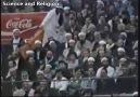 Bir stadyum dolusu köpek havlıyor :(