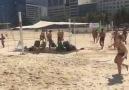 Bs deyirdiz qız ndi futbol ndi Qızlar var ayaqla volleybolda oynayır