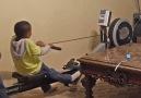 Bu çocukların oyun oynayabilmesi için kürek çekmeleri gerekiyor.