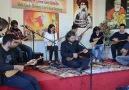 Cemil Qocgiri singt in Begleitung der Workshop-Teilnehmer
