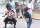 Çocuklar çok güzel ve harika oynuyor.