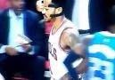 Derrick Rose Checks In vs Mavericks