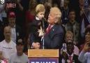 Donald Trumpa fısıldayan çocuk