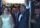 Düğüne Beşiktaş marşıyla girmek.