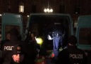 EILMELDUNGDie Polizei hat bei der heutigen Demo ca. 50 Flaggen beschlagnahmt.