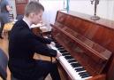 Elleri Olmadan Doğan Bir Piyanist.. Muhteşem :)
