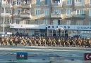Ermeni Askerleri Türk ve Azerbaycan Bayraklarına Saldırıyor!