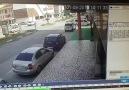 Ertuğrulgazi Caddesi üzerinde yaşanan kaza güvenlik kamerasına yansıdı