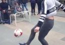 Futbol topuyla şov yaptı! İzleyenler mest oldu...