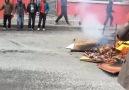 Gazi Mahallesi'nde gençler ateş yakıp, halay çekerek Newroz'u ...