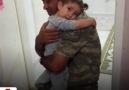Görevden dönen asker baba ile minik kızının duygulandıran buluşması