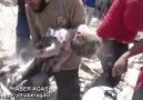 Halep'te bombalar altında bir çocuk...