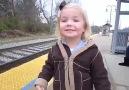 Hayatında ilk defa trene binecek olan çocuğun heyecanı!!