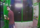 İçe Açılan ATM Kapısını İttirerek Açamayan Türk :D:D
