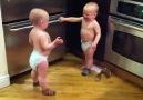 """İkizlerin Komik Diyaloğu: """"Da da da da da..."""" :)"""