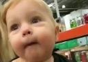 İlk defa oyuncak dolu bir dükkana giren çocuğun tepkileri..