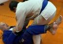 Jiu-Jitsu - Raspagem simples e muito eficiente feita pelo...