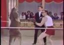 kanguru ile boks maçı yapan adam ((: