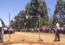Kenya Lisesi 'Sırıksız Sırıkla Atlama' Denemeleri