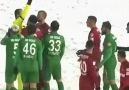 Kim Demis Karda Futbol Oynammaz Die