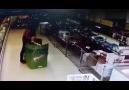 Le Personel Kartonlarla cebelleşen Bim çalışanı asgdfadas