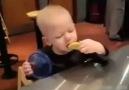 Limon yiyen bebekler..
