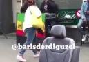 Londra sokaklarinda ankaranın bagları çalan Jamaicanl