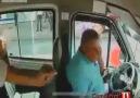 Minibüs şoförüne yumruklu saldırı araç kamerasında