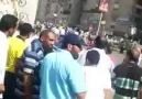 Mısır askerleri kız öğrenciye acımadı
