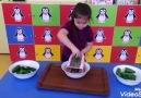 &&Montessori Eğitiminde Salatalık Rendeliyor.