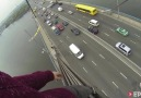 Moskova Köprüsünde İki Çılgın Genç!