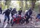 Motosiklet Sürücüsünü Yalnız Bırakmayan Arkadaşları