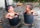 Mutluluk Bazen Bir Kova Su Kadar Basittir