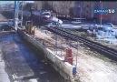 Niğde'de tren otomobile çarptı: 2 ölü