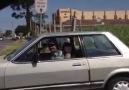 """Olha o tio batendo no carro do """" zoto """""""
