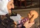 Oyuncak bebeği gerçek sanan nine