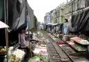 pazarın içinden geçen efsane tren