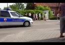 Polis Eskortuyla Yürüyen Kuğu Ailesi